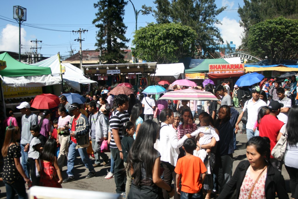 The crowd at Lower Session Road - Panagbenga 2016