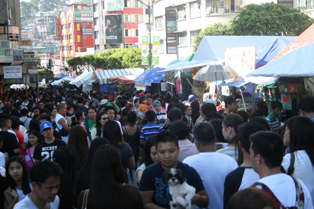 The crowd at Upper Session Road - Panagbenga 2016